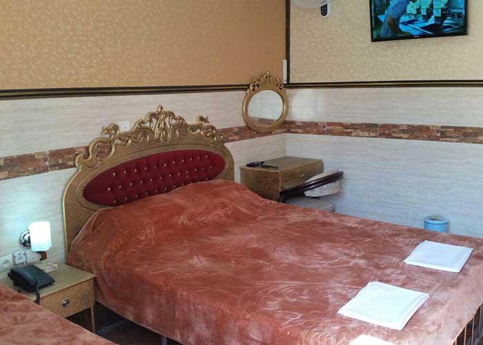 اتاق چهار تخته هتل آپارتمان هخامنشیان پارتاک اصفهان