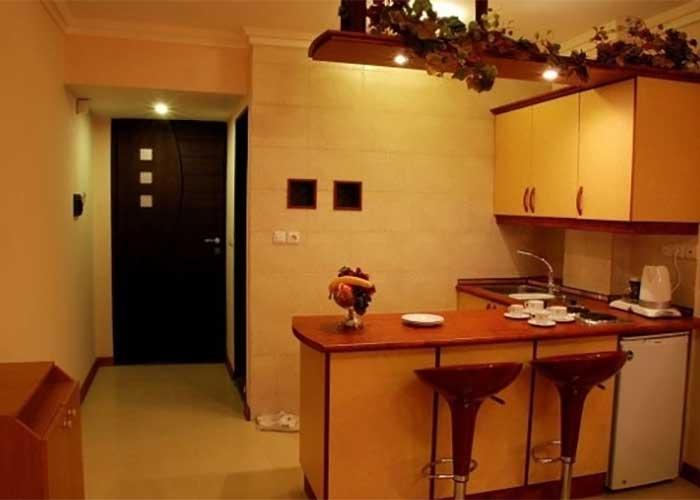 آشپزخانه هتل آپارتمان پارتیکان اصفهان