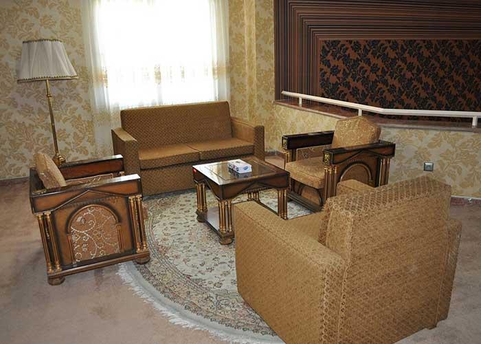 مبلمان داخل اتاق هتل پتروشیمی تبریز