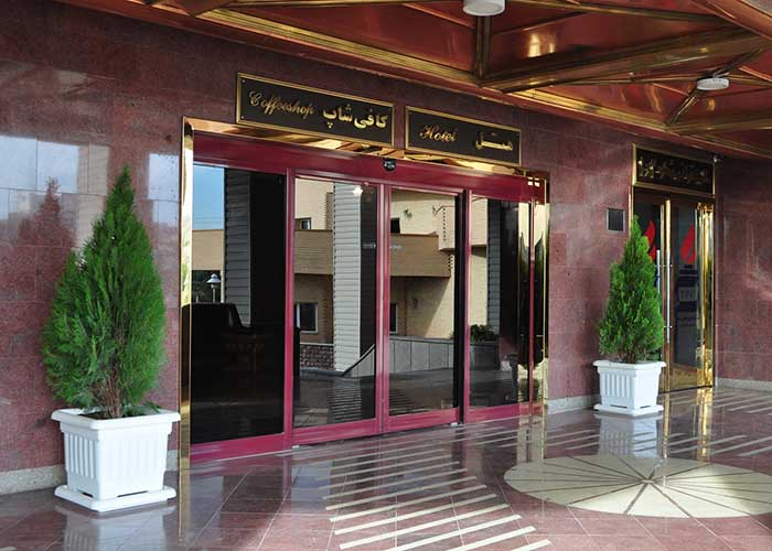 ورودی هتل پتروشیمی تبریز