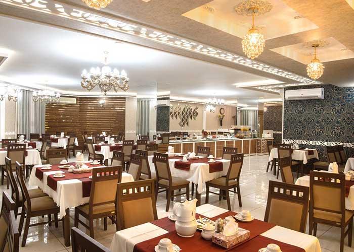 میز های سالن VIP هتل پتروشیمی تبریز