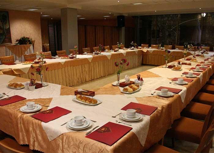 سالن کنفرانس هتل پیروزی اصفهان