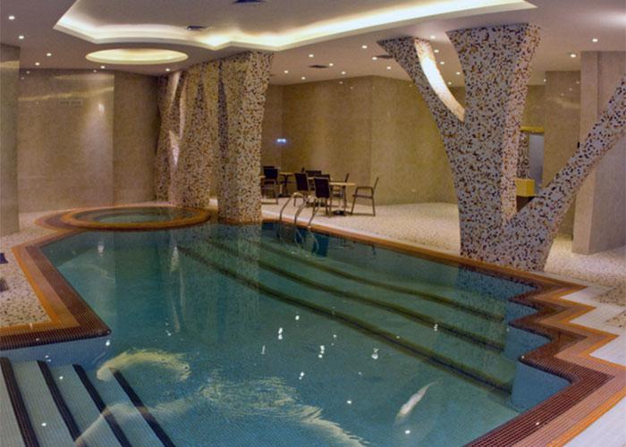 استخر هتل رویال