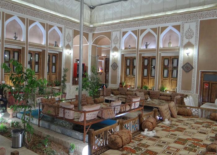 حیاط هتل سنتی رویای قدیم یزد