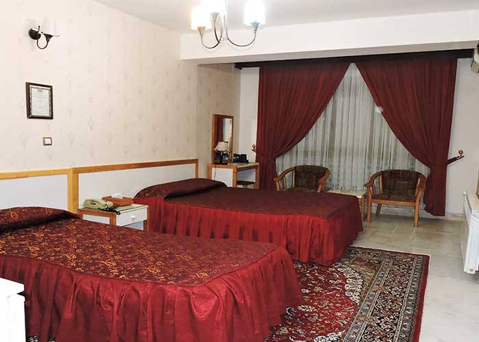 اتاق سه تخته دبل هتل جهانگردی سبزوار