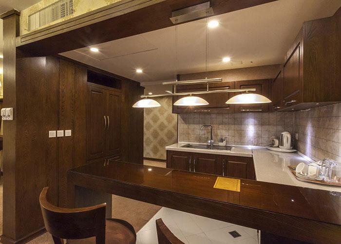 آشپزخانه اتاق هتل ثامن مشهد
