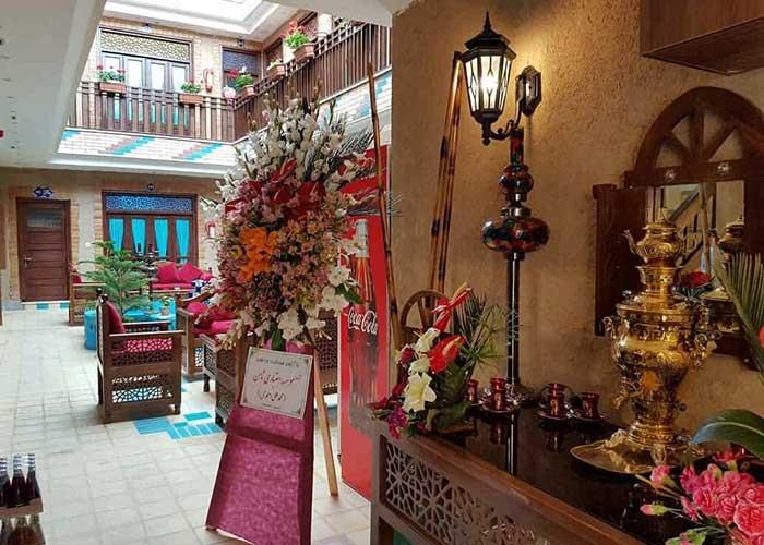 حیاط هتل سرای اردیبهشت اصفهان
