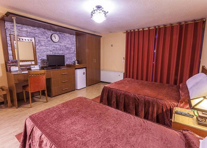 تصاویر هتل سفید کنار بندر انزلی