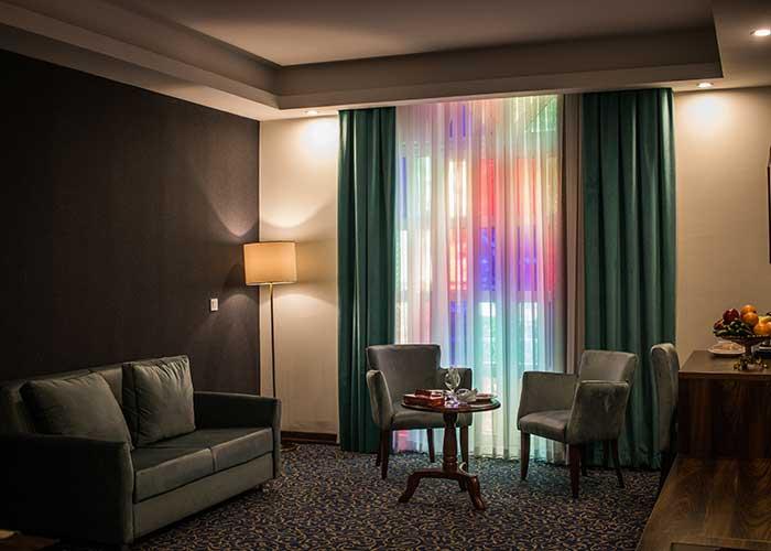 مبلمان داخل اتاق های هتل شهر تهران