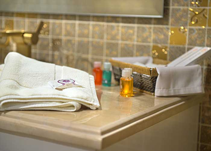 سرویس حمام اتاق هتل شهریار تبریز