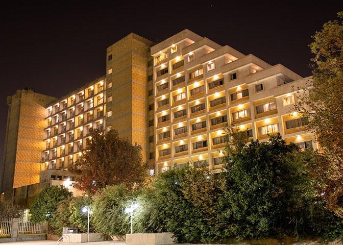 هتل هما شیراز در شب