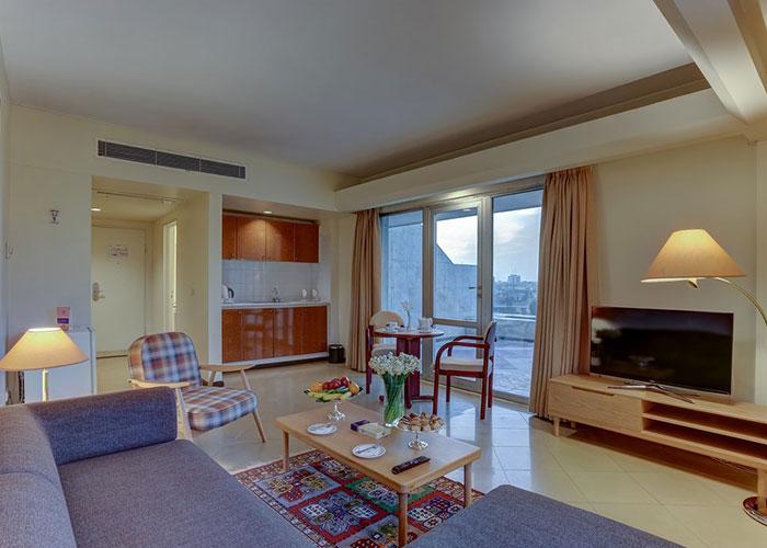 سوئیت هتل هما شیراز