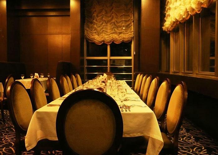رستوران ایتالیایی هتل بزرگ