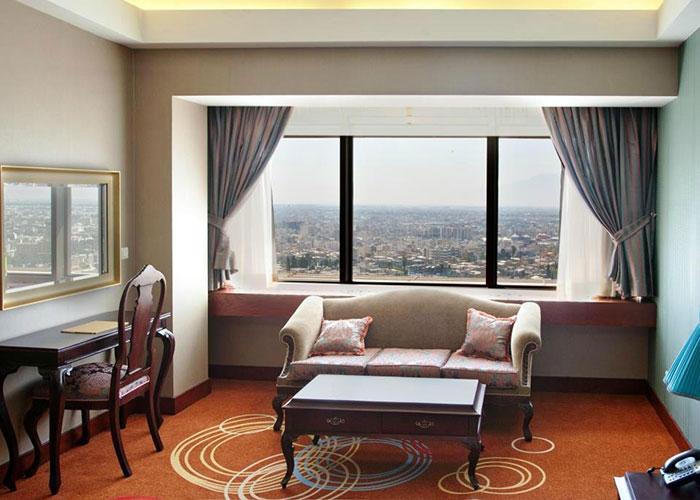 اتاق نشیمن هتل بزرگ شیراز