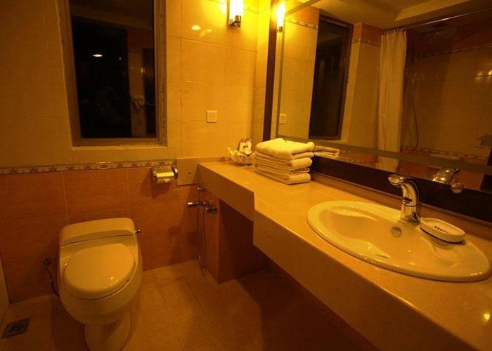 سرویس بهداشتی اتاق دو تخته هتل بزرگ شیراز