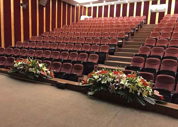 سالن آمفی تئاتر هتل سیمرغ تهران