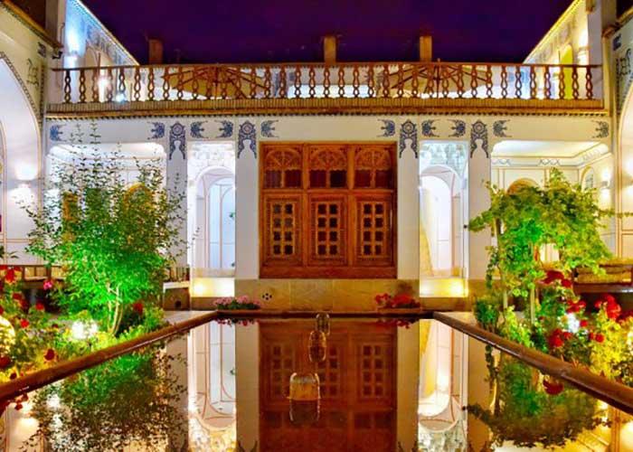 هتل سنتی اصفهان در شب
