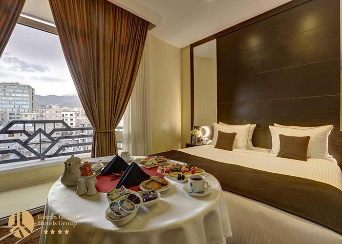 اتاق کینگ هتل بزرگ تهران