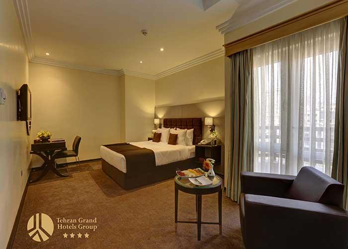 اتاق کوئین هتل بزرگ تهران