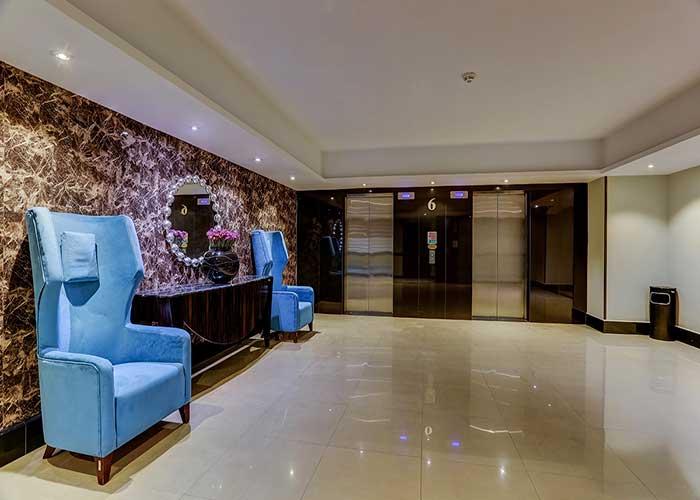 فضای لابی هتل بزرگ تهران