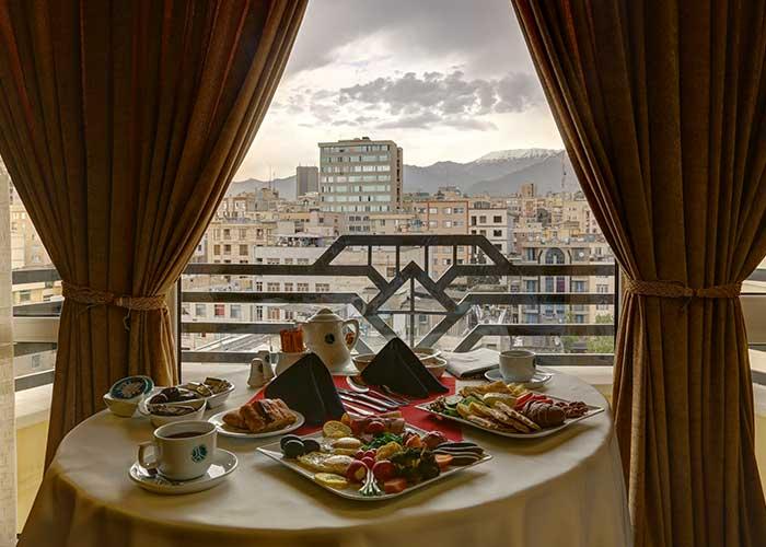 منظره رستوران هتل بزرگ تهران