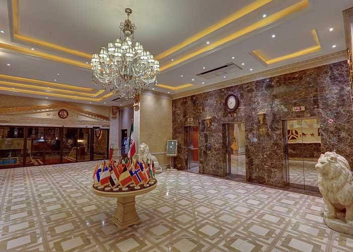 ورودی هتل بزرگ تهران دو
