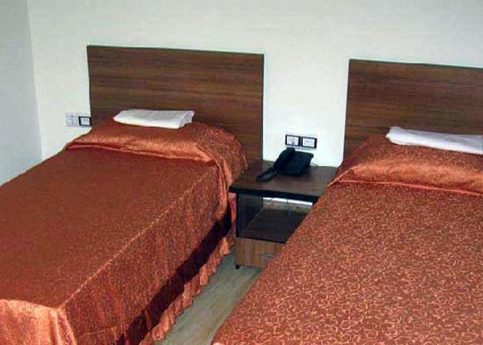 دو تخته توئین هتل تهرانی یزد