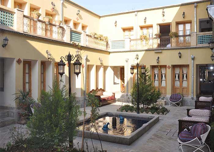 تصاویر حیاط هتل طلوع خورشید اصفهان
