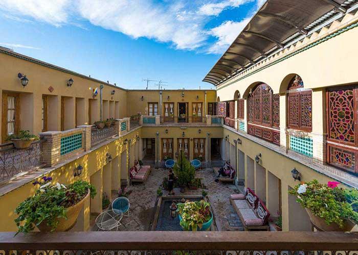 بالکن هتل طلوع خورشید