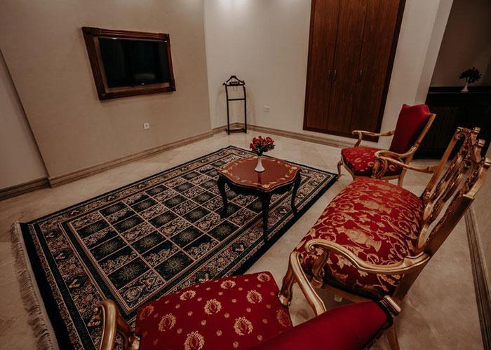 مبلمان داخل اتاق هتل ویستریا تهران