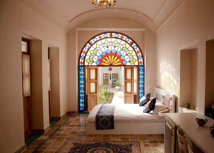 اتاق دو تخته اقامتگاه سنتی یاسمین راهب کاشان