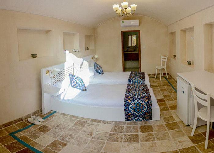 اتاق دو تخته اقامتگاه سنتی یاسمین راهب