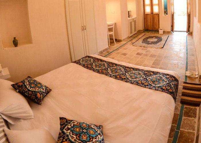 اتاق دبل اقامتگاه سنتی یاسمین راهب کاشان