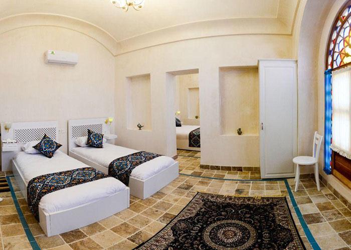 اتاق توئین اقامتگاه یاسمین راهب کاشان