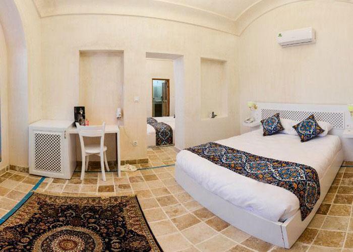اتاق چهار تختهاقامتگاه سنتی یاسمین راهب کاشان