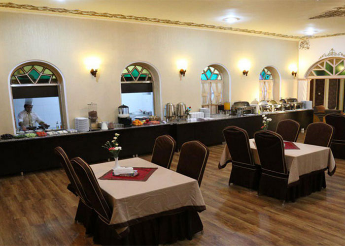 رستوران هتل پارسیان یزد