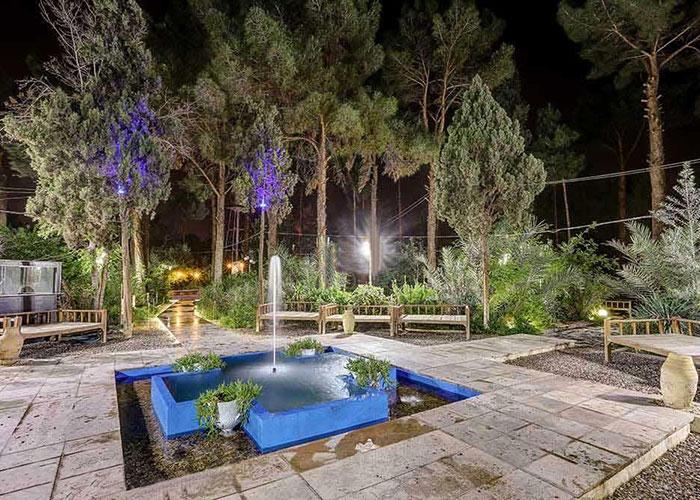 باغ هتل پارسیان یزد