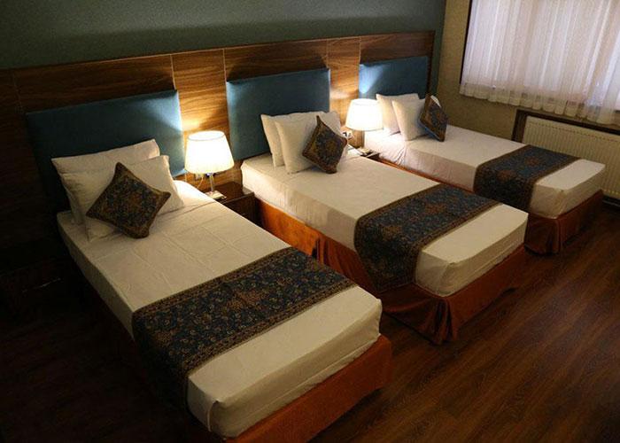 عکس اتاق سه تخته هتل پارسیان یزد
