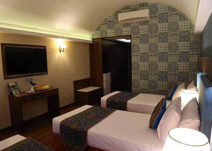 تصاویر اتاق سه تخته هتل پارسیان یزد