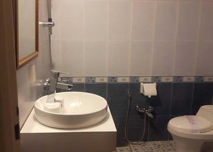 حمام سوئیت دو تخته vip هتل زاگرس خوانسار