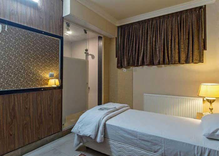 اتاق یک تخته هتل زنده رود اصفهان