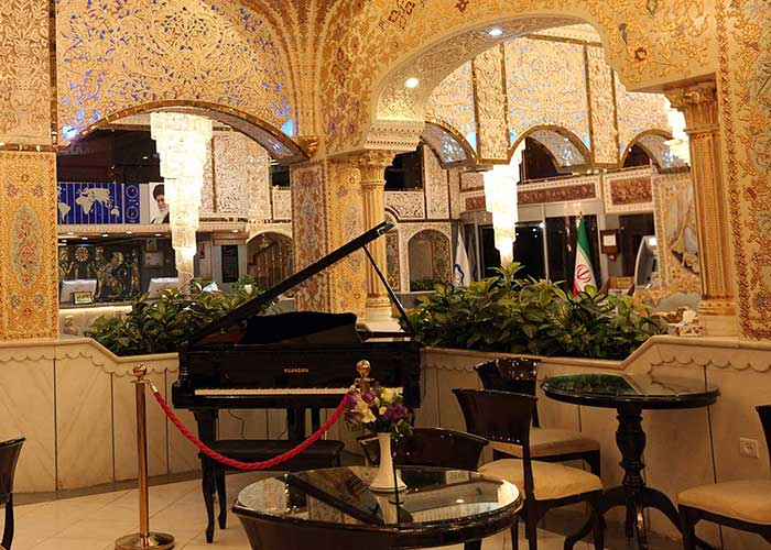 کافه نادری هتل زهره اصفهان