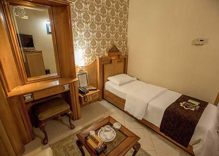 یک تخته هتل زهره اصهفان