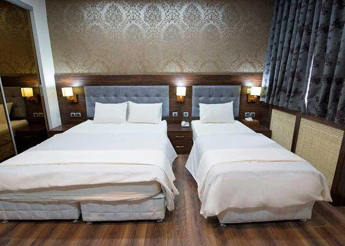 اتاق سه تخته هتل ارگ محتشم قمصر