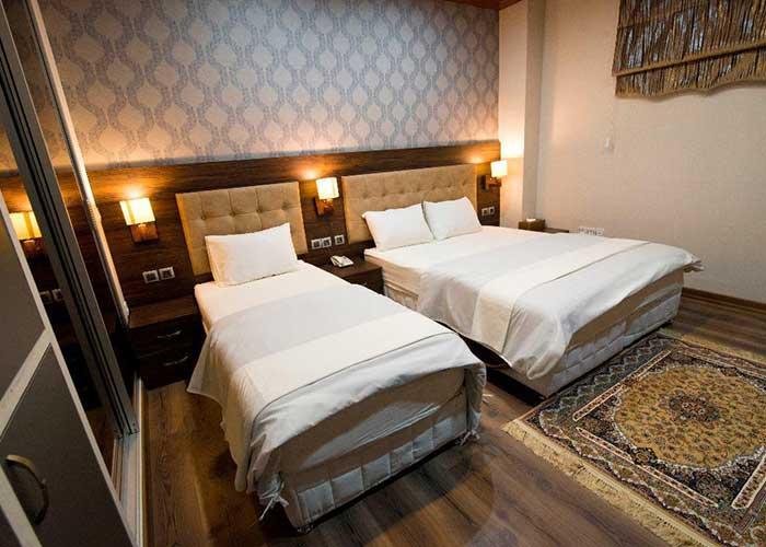 اتاق سه تخته هتل ارگ محتشم