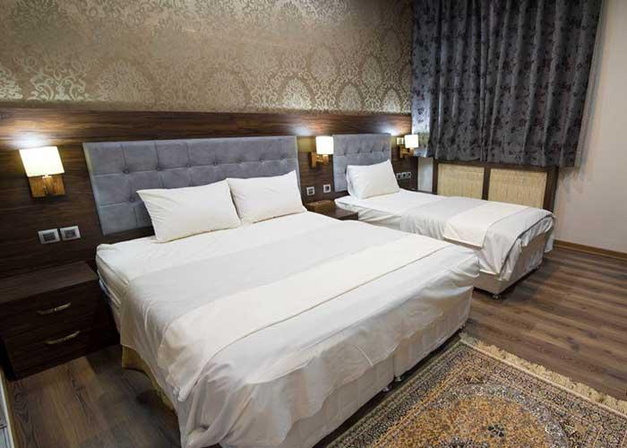 عکس اتاق سه تخته هتل ارگ محتشم قمصر